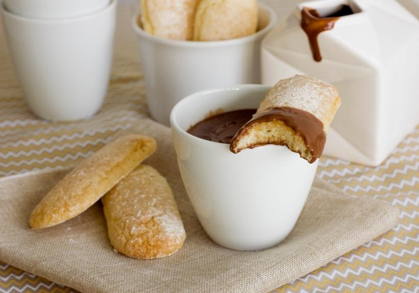 melindros con chocolate mordido