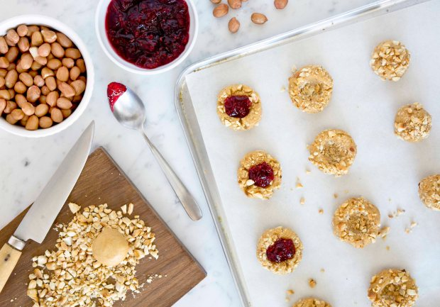 FOOD_THUMBPRINTS_COOKIES_RASPBERRIES_04_BC